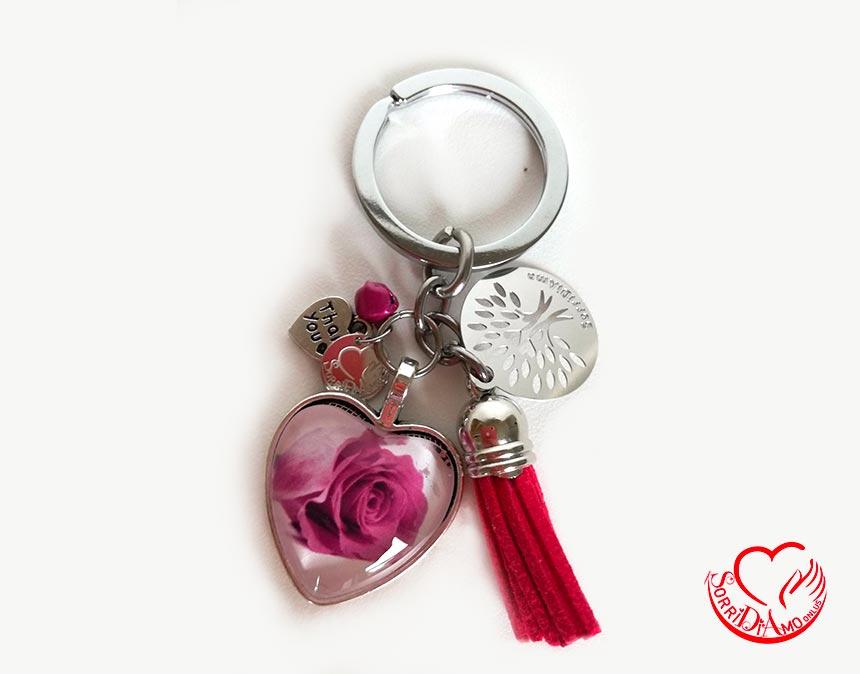 Portachiavi-cuore-con-rosa