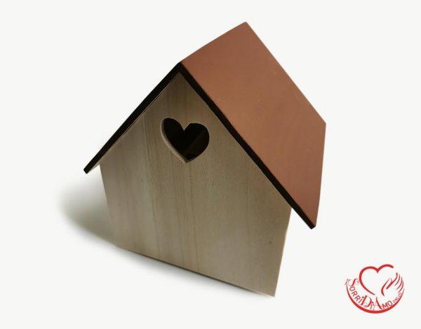 Casetta legno tetto marrone
