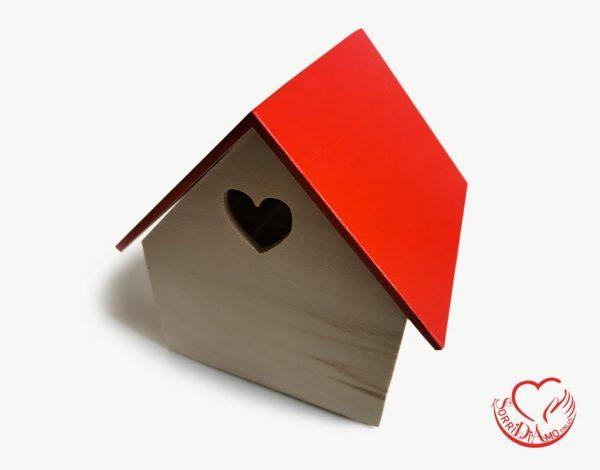 Casetta legno tetto rosso